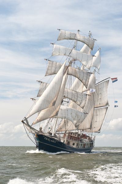 Go Explore Hostel & Sailor's Bar - Tall Ship Thalassa